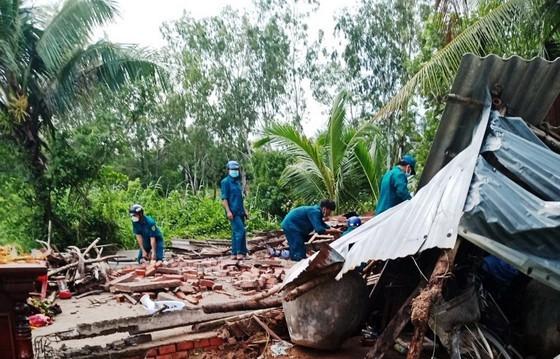 One hospitalized, many injured after storm sweeps Mekong Delta  ảnh 1