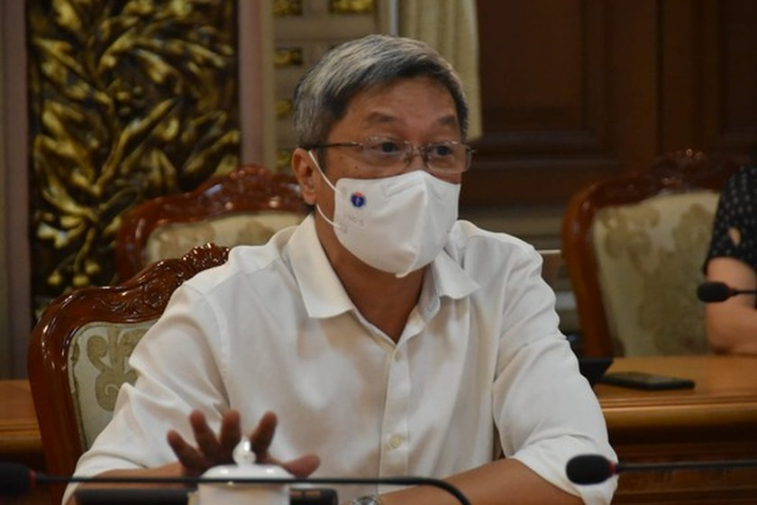 Ministry leader calls up medical students, retired doctors in coronavirus fight ảnh 1