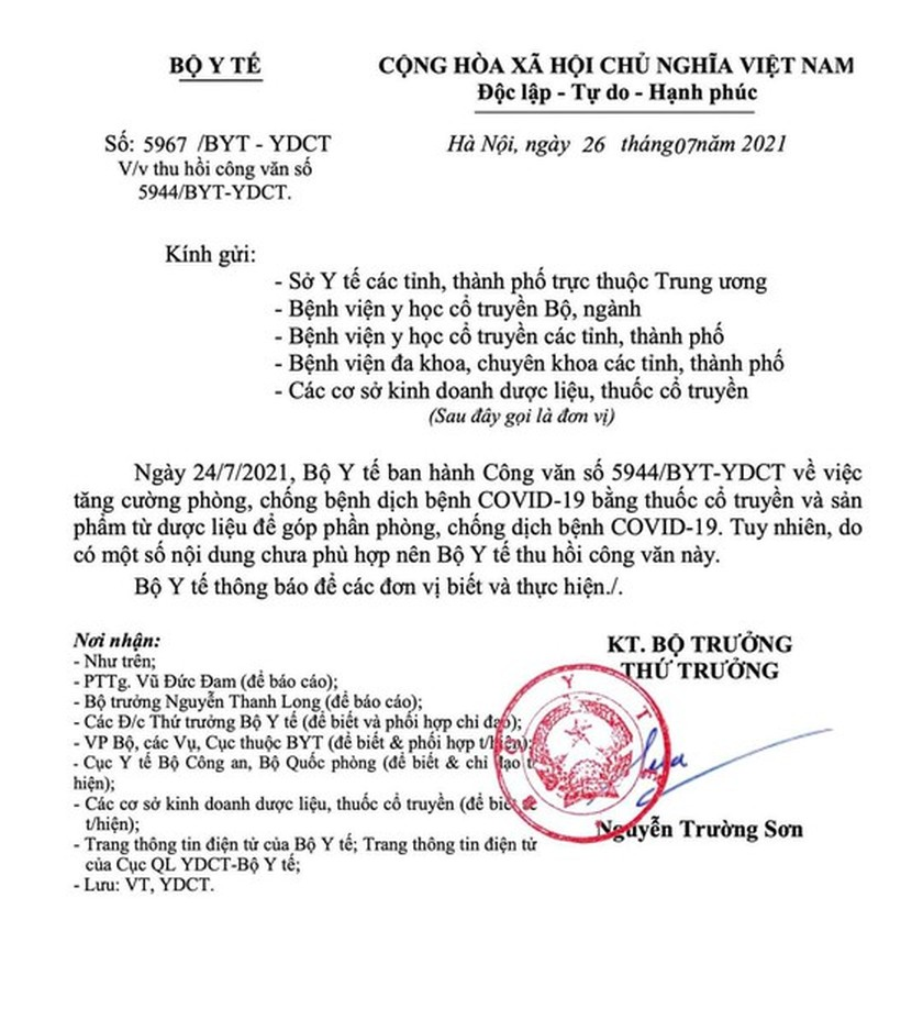 Ministry revokes document of traditional medicine use in treating Covid-19 patients ảnh 1