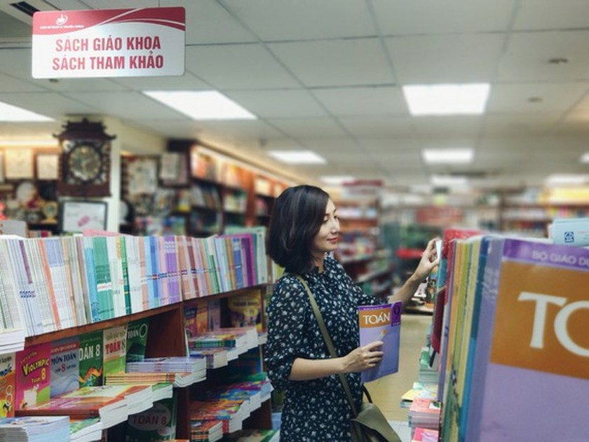 Textbooks proposed to include in groups of essential goods ảnh 1