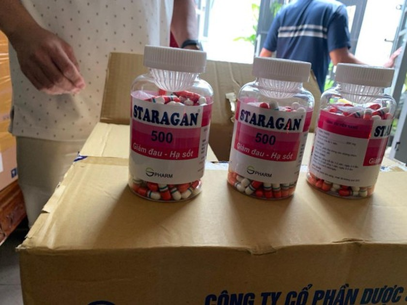 Police arrest man in crackdown on production, trading of fake Covid-19 treatment drugs in HCMC ảnh 3