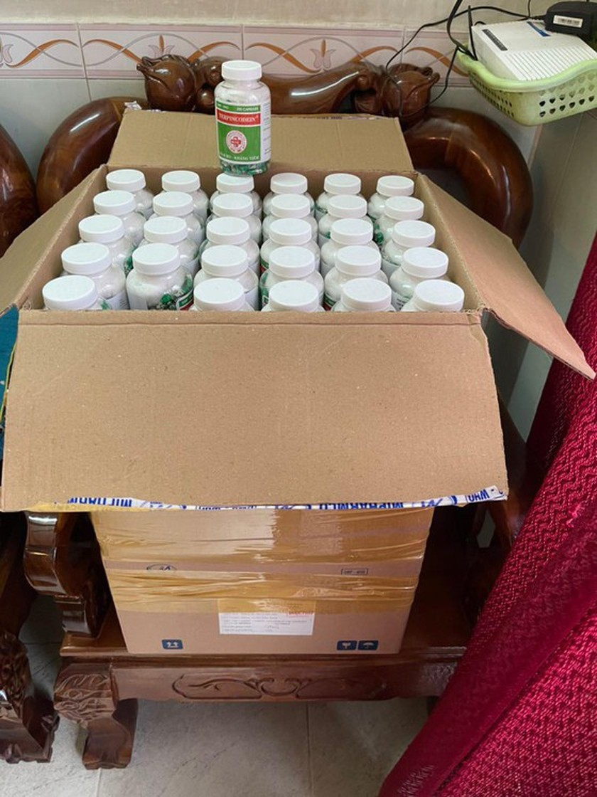 Police arrest man in crackdown on production, trading of fake Covid-19 treatment drugs in HCMC ảnh 1