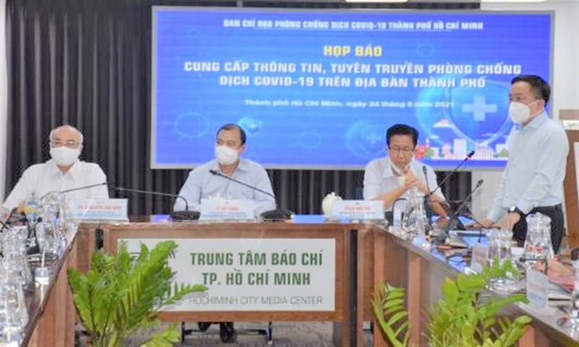 All residents in HCMC's red zones undergo Covid-19 testing by today afternoon ảnh 1