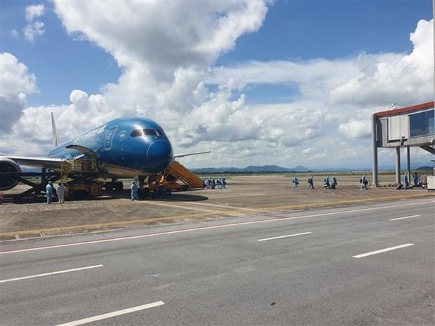 First Covid-19 vaccine passport flight lands at Van Don International Airport ảnh 1
