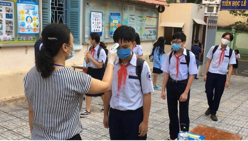 HCMC proposes to re-open schools in districts with safe plans against Covid-19 ảnh 1