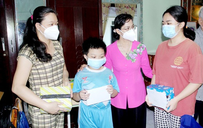 HCMC takes care of children orphaned after parents both die of Covid-19 ảnh 2