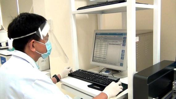 Boom of antigen testing in HCMC, Vietnam's Covid-19 hotspot ảnh 1