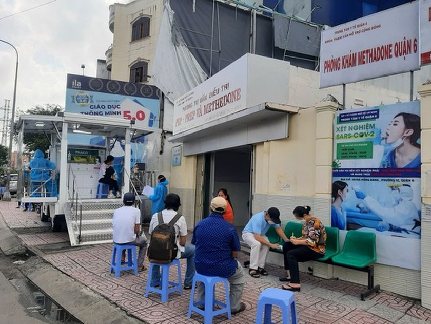 Ministry asks to follow interval instruction between first, second vaccine doses ảnh 1