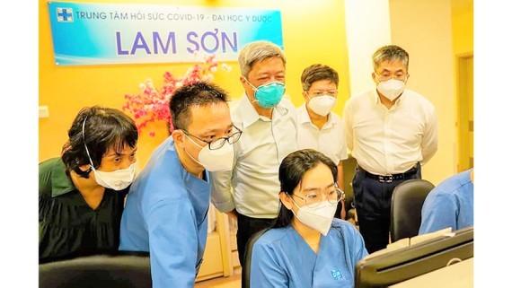 Covid-19 cases in HCMC drop dramatically ảnh 1