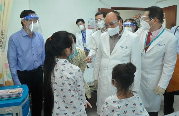 President Nguyen Xuan Phuc visits City Children's Hospital ảnh 2