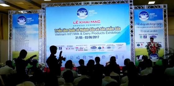 Average Vietnamese drink 21 liters of milk & 42 liters of beer yearly ảnh 1