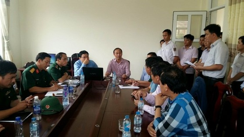 Seven people recused in sinking ship ảnh 1