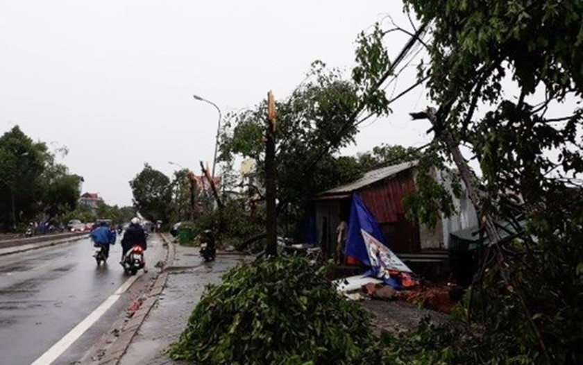Typhoon Doksuri makes landfall in central provinces  ảnh 9