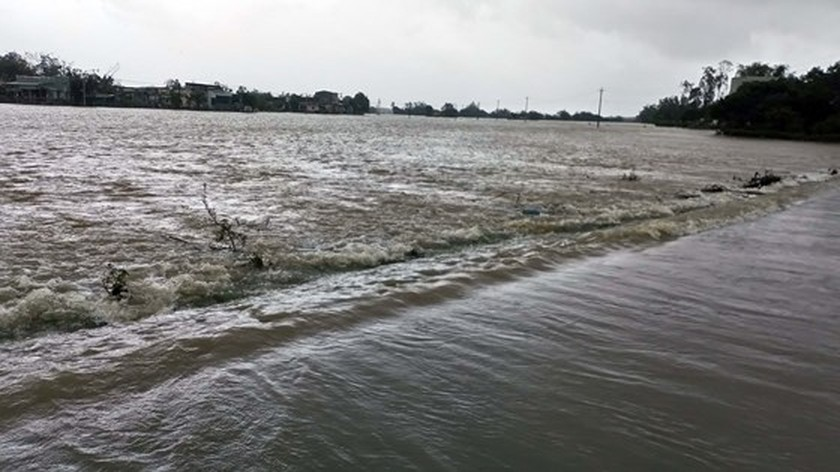 Nearly 29,000 houses moved due to huge flooding  ảnh 9
