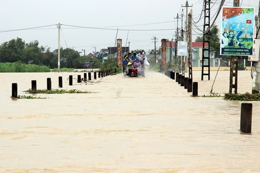 Nearly 29,000 houses moved due to huge flooding  ảnh 1
