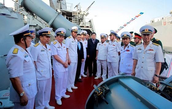 Khanh Hoa holds flag-hoisting ceremony of missile escort warships ảnh 1