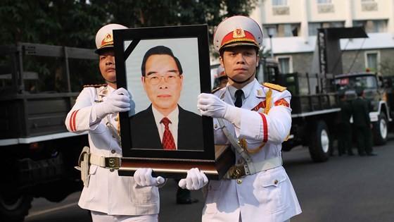 Vietnamese people bid last farewell to late PM Phan Van Khai  ảnh 15