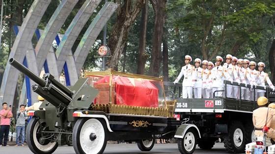 Vietnamese people bid last farewell to late PM Phan Van Khai  ảnh 14