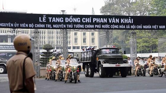 Vietnamese people bid last farewell to late PM Phan Van Khai  ảnh 13