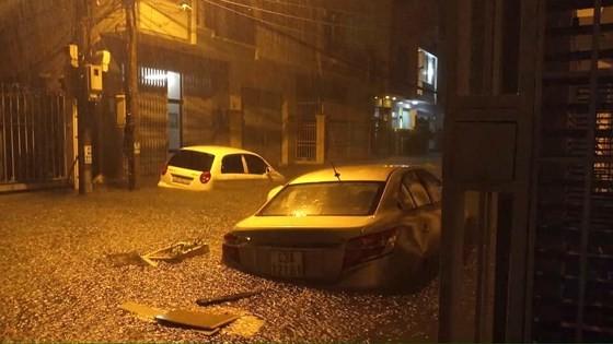 Floodwater raising in central region  ảnh 6
