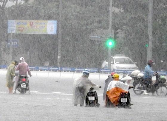 Floodwater raising in central region  ảnh 2