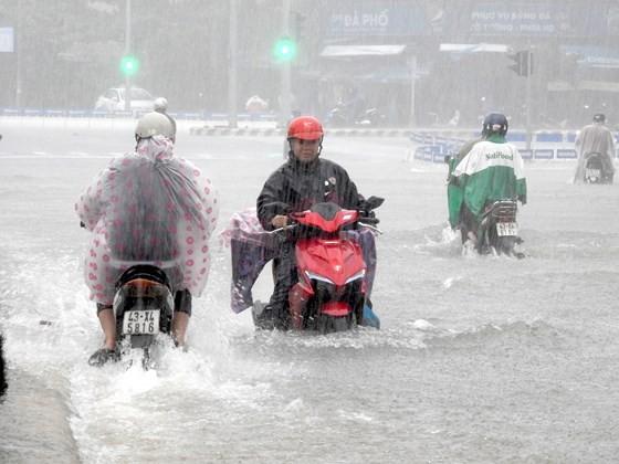 Floodwater raising in central region  ảnh 4