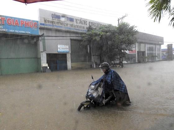 Floodwater raising in central region  ảnh 5