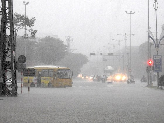 Floodwater raising in central region  ảnh 9
