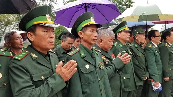 Hundreds of veterans commemorate martyrs in Po Hen Border Post ảnh 2
