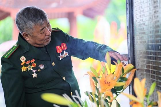 Hundreds of veterans commemorate martyrs in Po Hen Border Post ảnh 10
