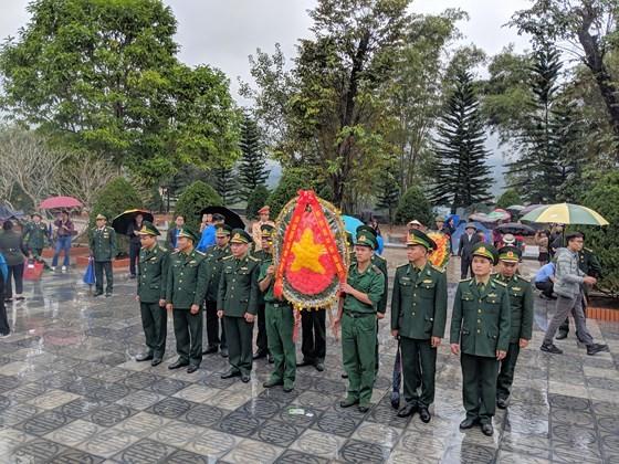 Hundreds of veterans commemorate martyrs in Po Hen Border Post ảnh 6