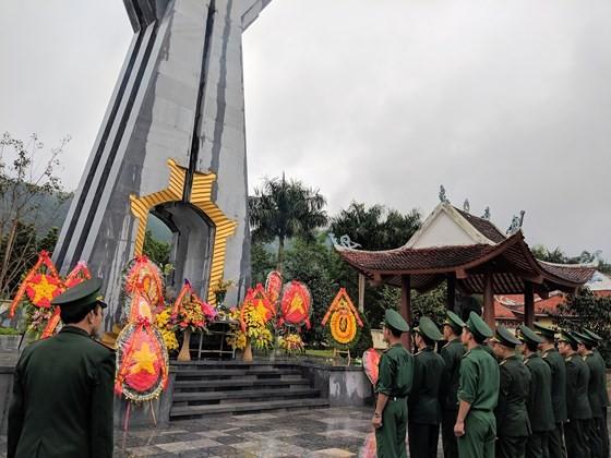 Hundreds of veterans commemorate martyrs in Po Hen Border Post ảnh 5