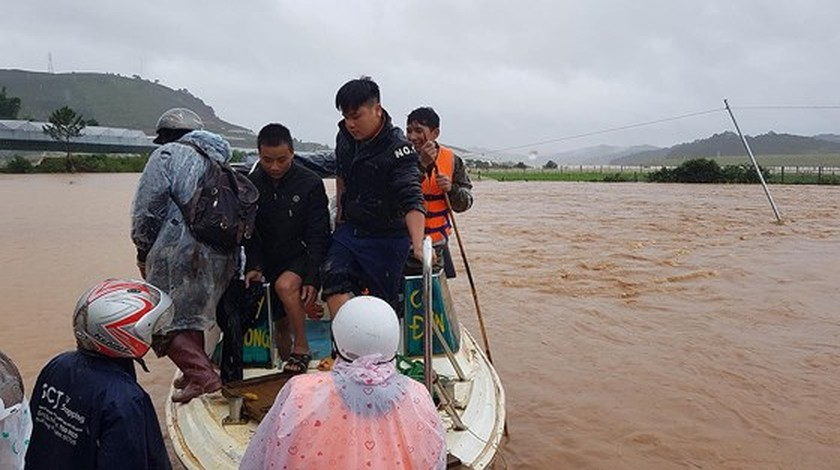 More than 1,350 houses inundated due to tropical downpours ảnh 1