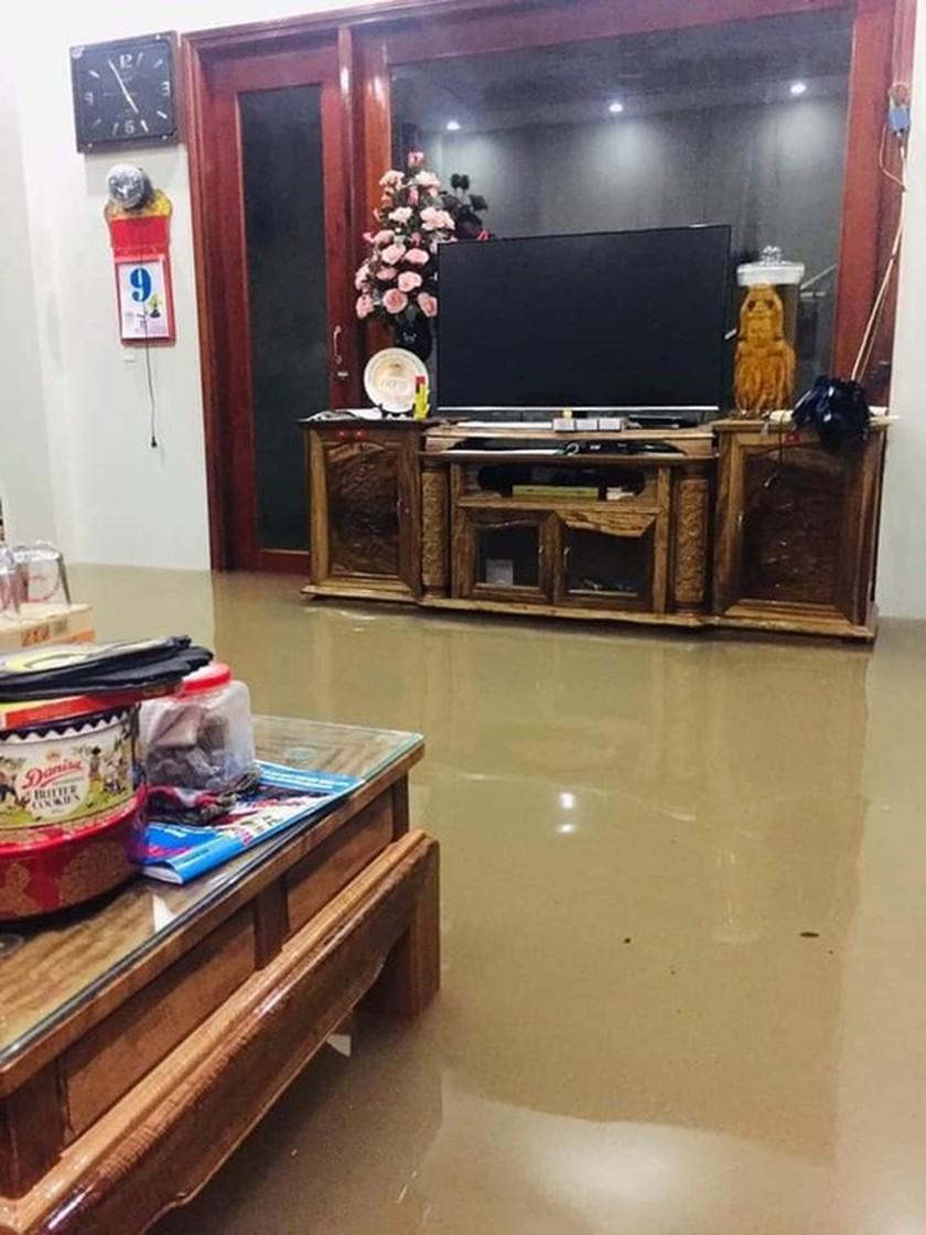 Torrential downpour causes flood chaos in Northern region ảnh 2