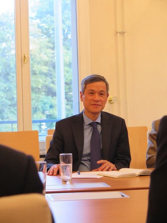 HCMC law makers visit Vietnam Embassy in Germany ảnh 2