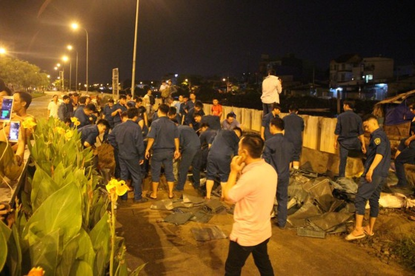 Nearly 200 people urgently overcome dike incident in district 8  ảnh 7