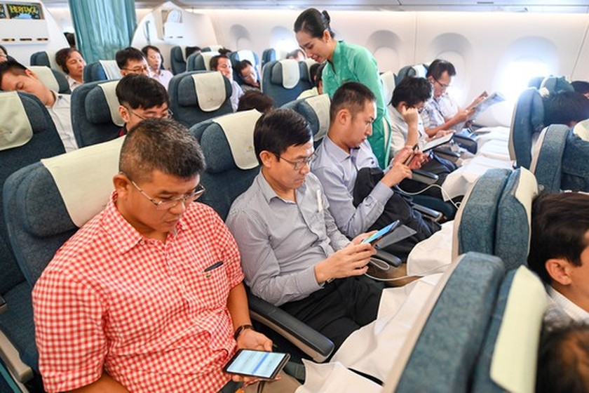 Vietnam Airlines pilots free wifi service for 30 minutes ảnh 1