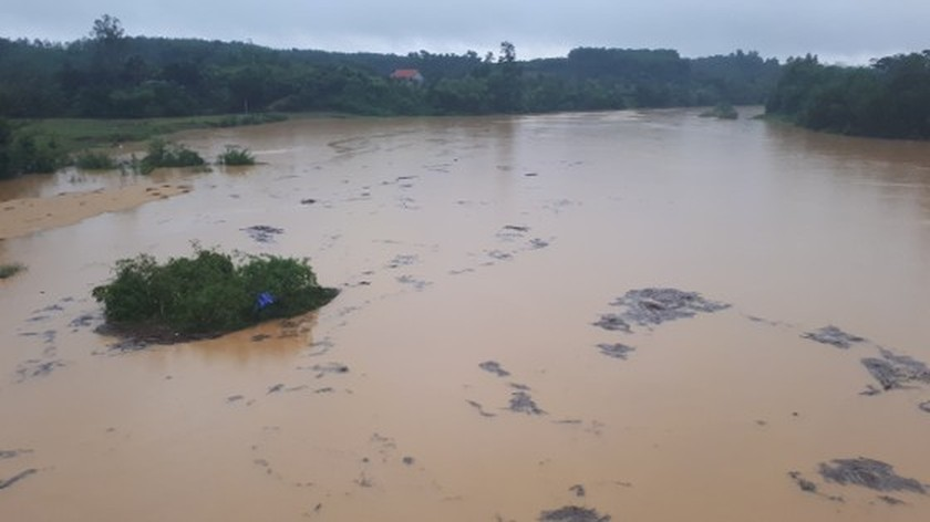 Many schools in Ha Tinh closed due to heavy downpour  ảnh 1
