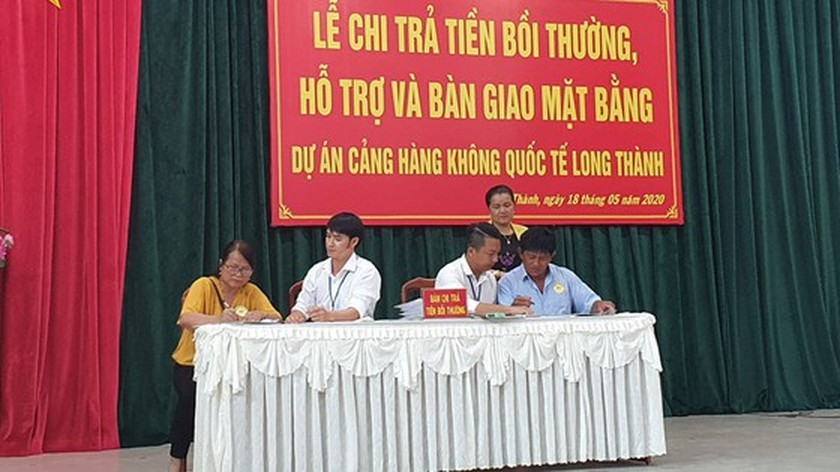 17 households receive US$3 mln compensation for Long Thanh Int'l Airport Project  ảnh 2