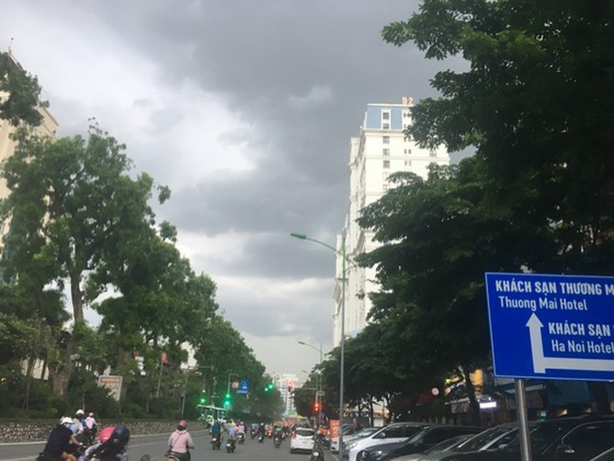 Hanoi waiting for cooling rains to beat heat ảnh 2