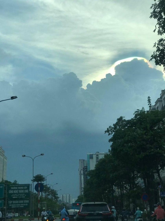Hanoi waiting for cooling rains to beat heat ảnh 1