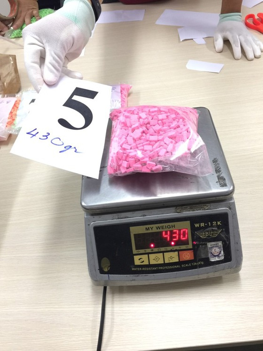 Over 9-kilogram drugs detected in candy packages  ảnh 7
