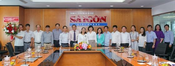 City leaders visit SGGP Newspaper on Vietnam Revolutionary Press Day ảnh 2