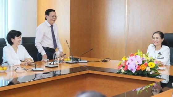 City leaders visit SGGP Newspaper on Vietnam Revolutionary Press Day ảnh 1