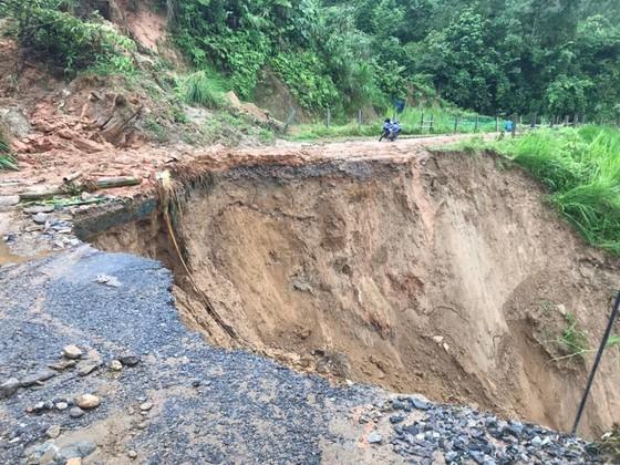 Torrential rain causes flooding, landslides across Northwestern provinces ảnh 1