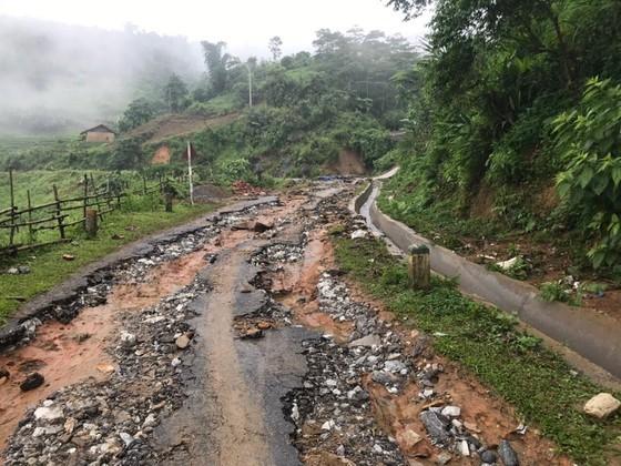 Torrential rain causes flooding, landslides across Northwestern provinces ảnh 4