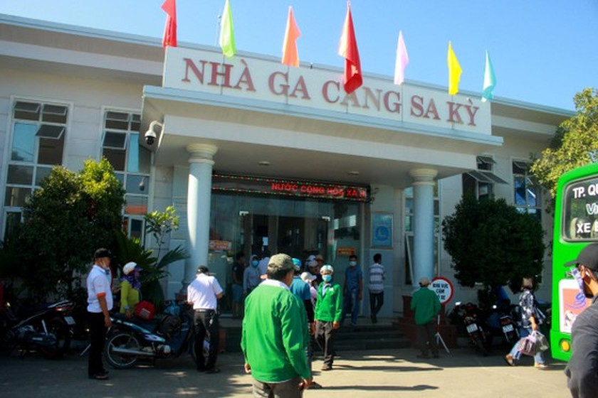 Quang Ngai increases ships picking up over 2,000 tourists from Ly Son Island ảnh 4