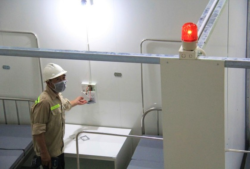 First images of Covid-19 field hospital in Da Nang after 3 days of construction ảnh 1