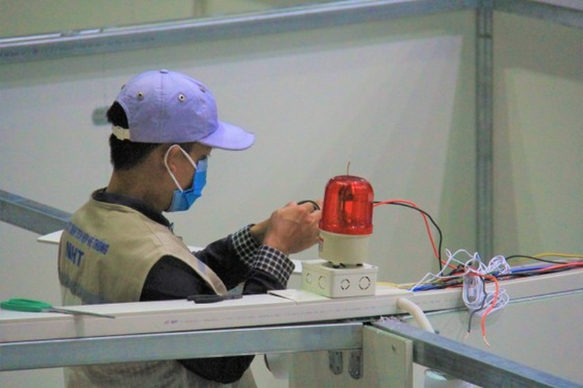 First images of Covid-19 field hospital in Da Nang after 3 days of construction ảnh 3