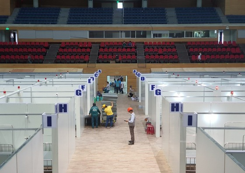 First images of Covid-19 field hospital in Da Nang after 3 days of construction ảnh 6